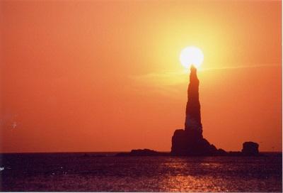 ろうそく岩に沈む太陽1
