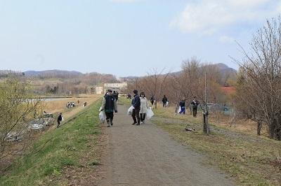 桜並木清掃2015-4-21 023