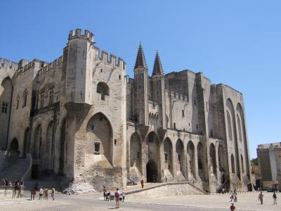 Main_entrance_of_the_Palais_des_Papes_-_20050823_convert_20150508095226.jpg
