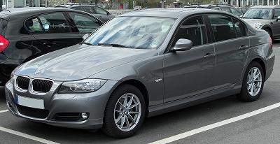BMW_320i_(E90)_Facelift_front_20100410.jpg