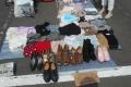 靴、衣料品を売る店