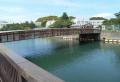 錆びた鉄製の橋