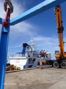 南大東島 北港 定期船だいとうにゴンドラで乗船