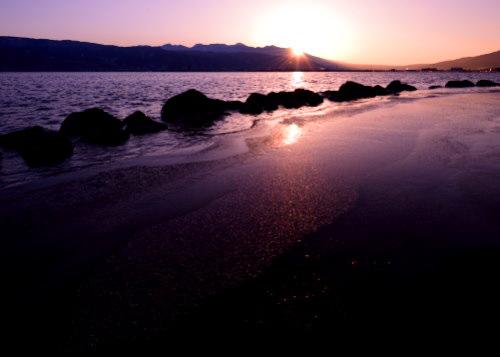 諏訪湖に浮かぶ八ヶ岳とご来光
