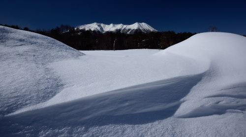 雪原に浮かぶ御嶽山