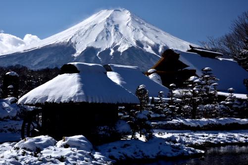 忍野の水車小屋と富士山