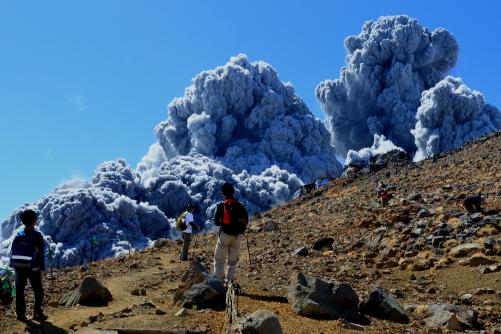9月27日午前11時53分。突然の噴火