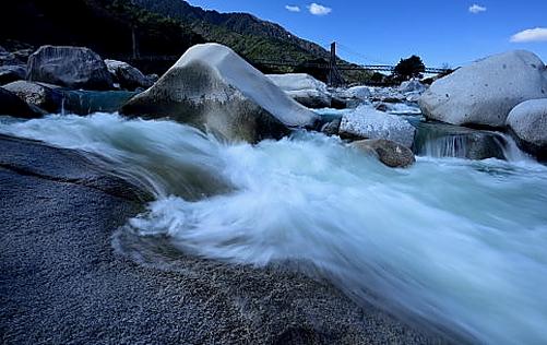 DSC_3632・寒々しい木曽川の渓流と桃介橋