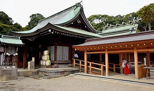氷川神社拝殿と本殿
