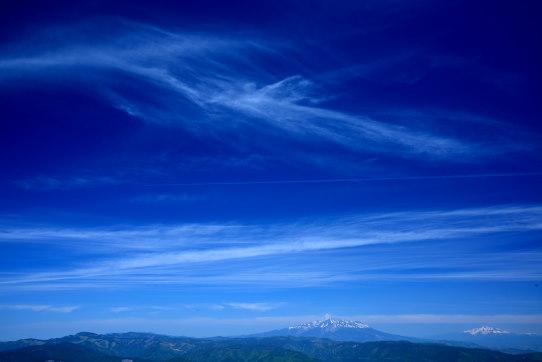 南木曽岳山頂から望む霊峰御嶽と雲