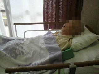 退院後、特養の居室で眠るアルツ君
