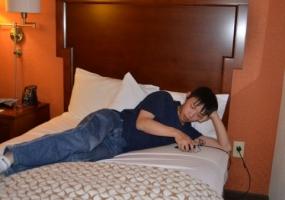 ベッドでスマホ