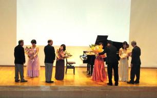 花鳥風月コンサート花束贈呈
