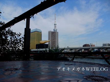 隅田川沿いのカフェ