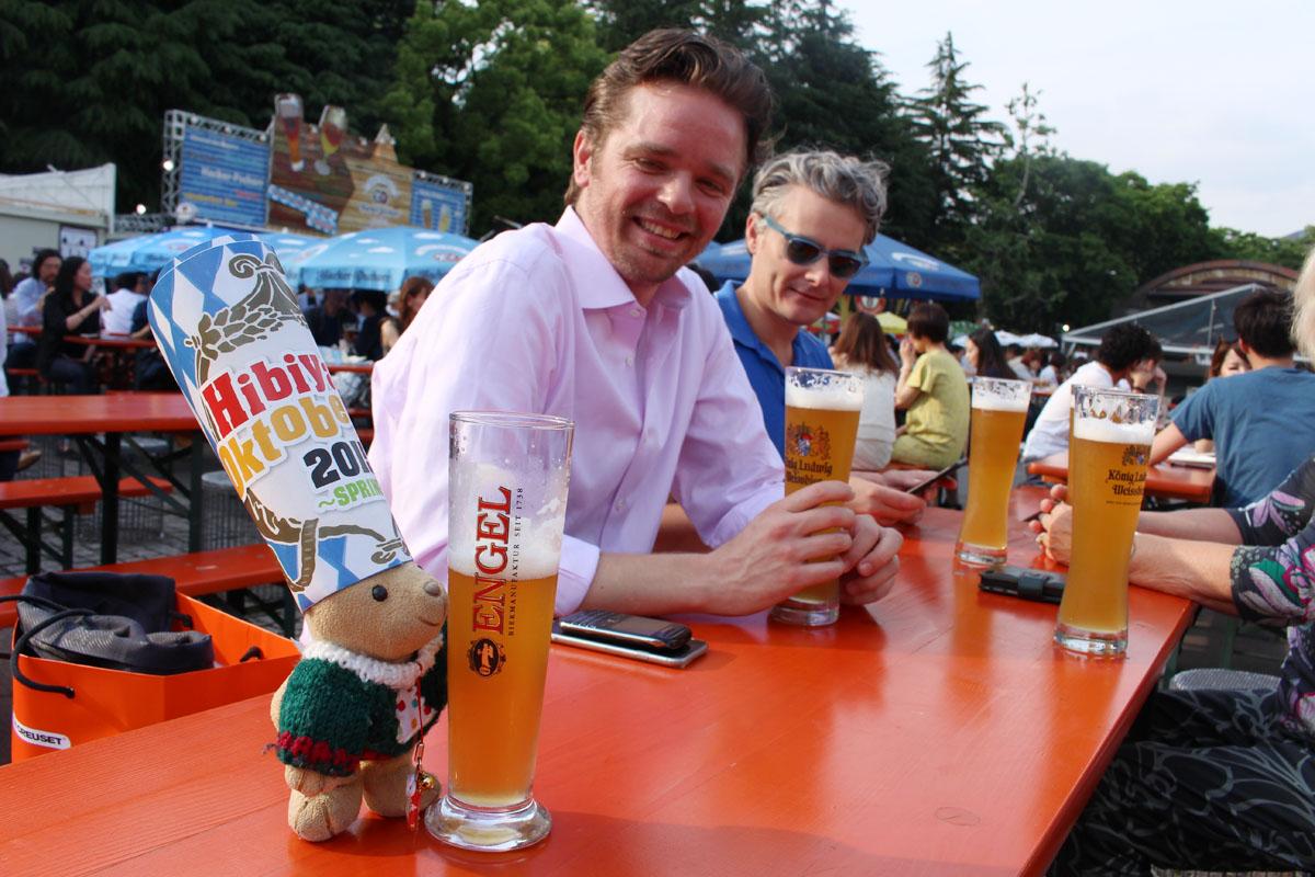外国人とビールを