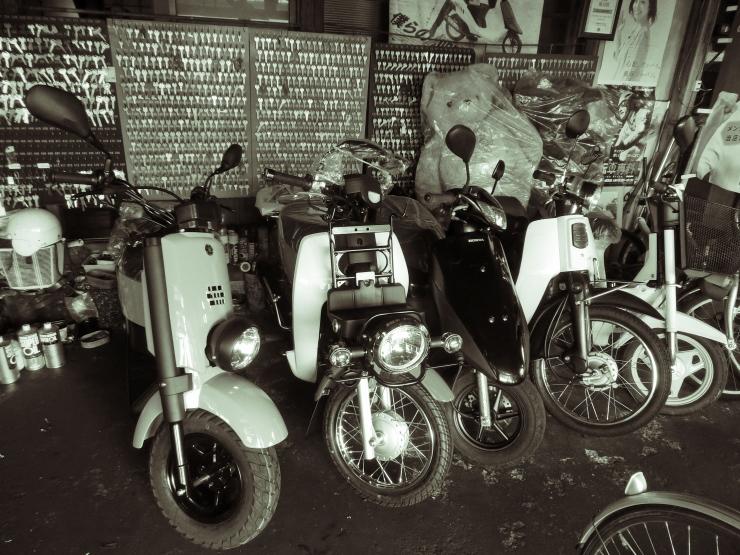 バイク屋にて