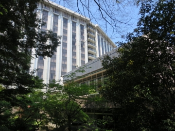 庭園から見るホテル