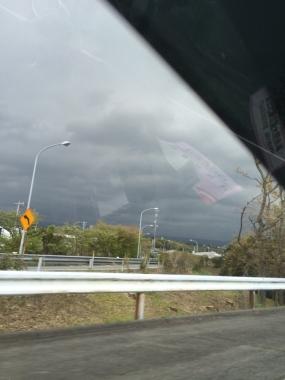 暗雲立ち込める