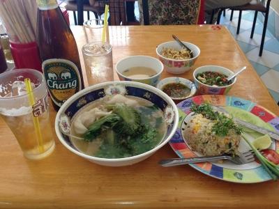 鳥スープと豚肉入りチャーハン