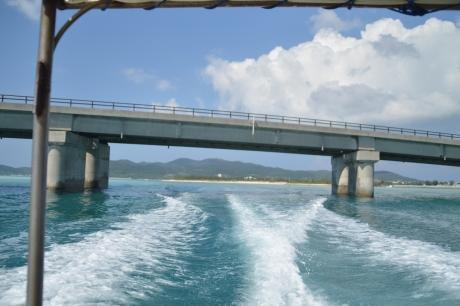 3奥武島大橋をくぐって東へ
