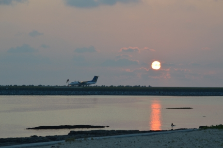 11飛行機と夕陽
