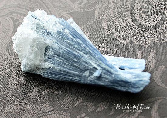 カイヤナイト原石15040721.jpg