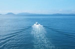 鈴木康広さんデザインのファスナーの船