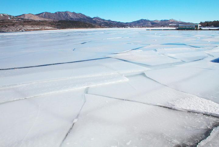 結氷の山中湖-270