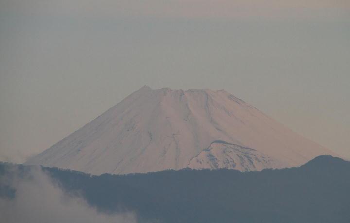 12日 5-48 今朝の富士山-1