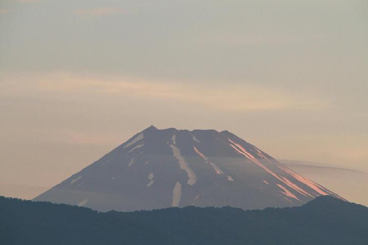 2日 4-44 今朝の富士山-1