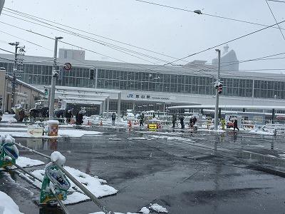 富山駅前雪