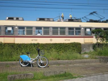電車の上に人が201109