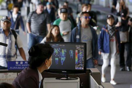 6月3日、韓国の保険福祉省は、中東呼吸器症候群(MERS)コロナウイルスの感染者が新たに5人確認されたと発表した。仁川空港で2日撮影(2015年 ロイター Kim Hong-Ji)