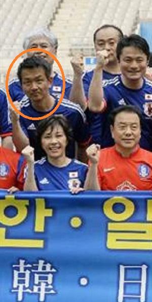 小田原潔「日韓議連のサッカー大会。ソウルワールドカップスタジアムで本格的に開催。MERSが騒がれている中来てくれたと歓迎されました。街は落ち着いています。」「自身、彼の国の振る舞いには首を傾げていましたが