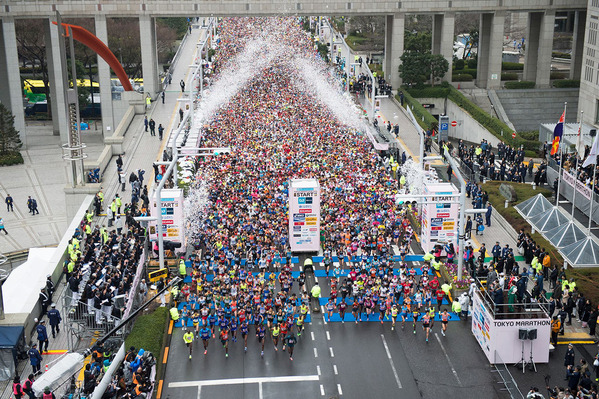 東京マラソン これで3万人の中の先頭集団のごく一部
