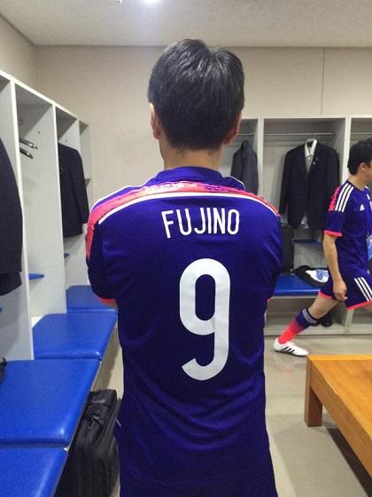 藤野保史 13日、日韓の国会議員による親善サッカー大会が9年ぶりにソウルで開催された。歴史認識、ヘイトスピーチ、MERS…。今だからこそ意味があると思い私も参加した。試合は負けたが、韓国議員との懇談など有意義