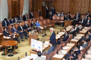 【参院予算委】「勤労者の賃金は下がっている。政治の失敗だ」小川敏夫議員