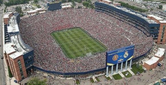 参考:10万人を収容したスタジアム