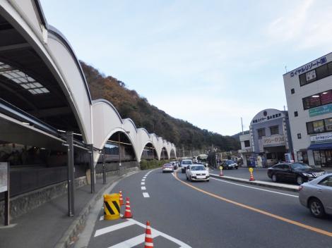 箱根湯本駅前・国道1号線