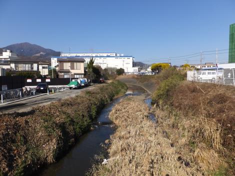 R246神戸橋より鈴川上流を望む