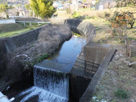 町屋蛍橋より鈴川を望む