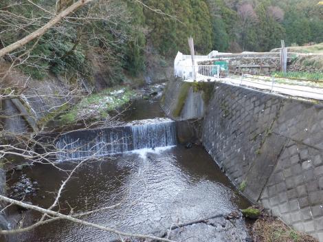 諏訪裏橋より鈴川上流を望む