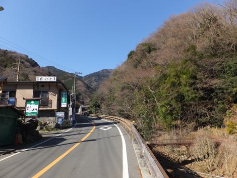 大山ケーブルバス終点付近の鈴川