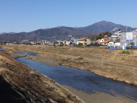 宮下橋より鈴川上流を望む