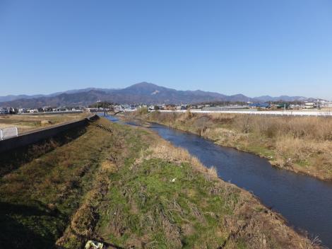 岡崎大橋より鈴川上流を望む