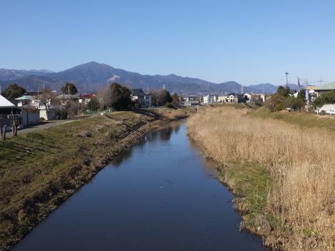色氏橋より鈴川上流を望む