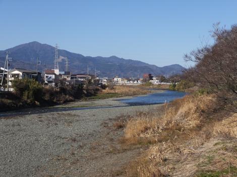 東雲橋より金目川上流を望む