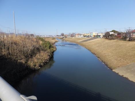 平塚橋より鈴川上流を望む