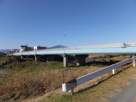 平塚大橋沿いの水管橋