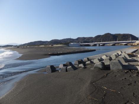 金目川河口と相模湾